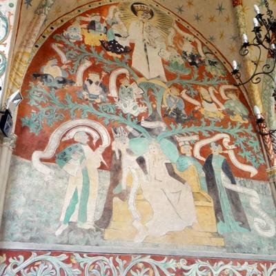 Przedstawienie raciborskie pochodzi z epoki baroku i wykonane zostało w 1659 r. prawdopodobnie przez Salomona Steinhofa. Jest klasycznym przykładem ikonografii drzewa Jessego.  Retabulum ołtarzowe otoczone jest drzewem w kształcie wieńca z 16 popiersiami przodków Jezusa, w zwieńczeniu zaś znajduje się postać Matki Bożej z Dzieciątkiem Jezus, na półksiężycu.